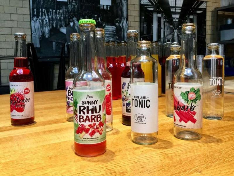 Цветни етикети за бутилки с 5 цвят на Flavour Ventures, поизводител на лимонади и напитки с различни вкусове