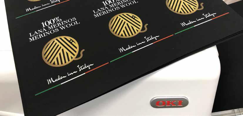 Печат на етикети за дрехи с цветен принтер OKI Pro9542 с бял тонер
