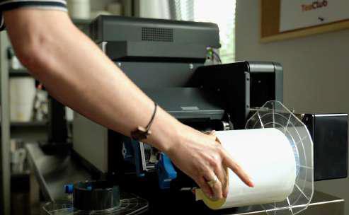 Tea Club, производител на кафе и чай, използващи етикетен принтер OKI Pro1050